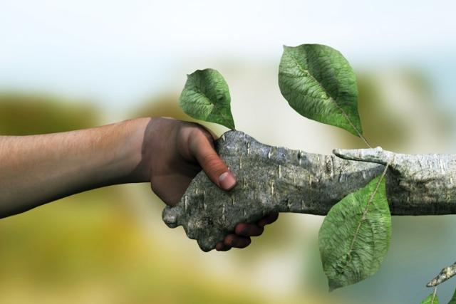 Como manter uma equipe de limpeza terceirizada alinhada com a preservação ambiental