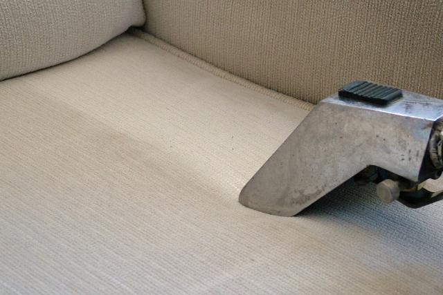 Conheça 5 problemas causados por carpetes e estofados mal conservados em sua empresa