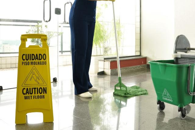 Shoppings – 10 itens na hora de escolher uma equipe terceirizada de limpeza e conservação