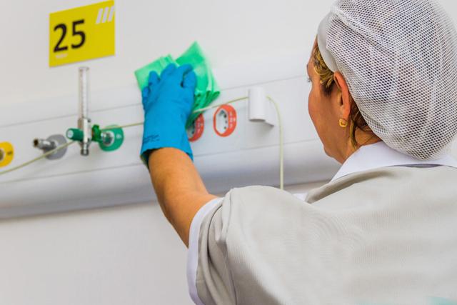 7 dicas para manter a boa aparência da equipe de limpeza e conservação no seu hospital ou clínica