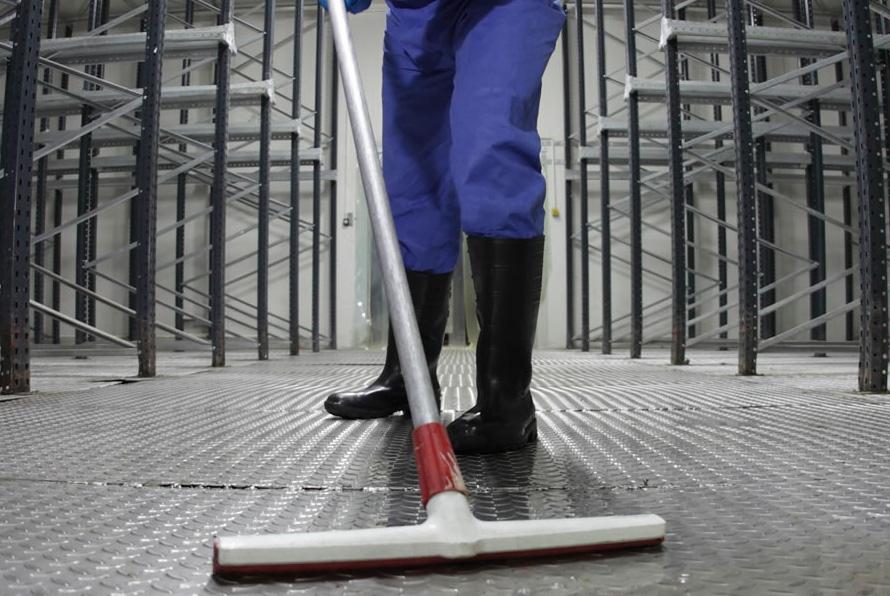 Saiba a importância dos serviços de limpeza no ambiente industrial