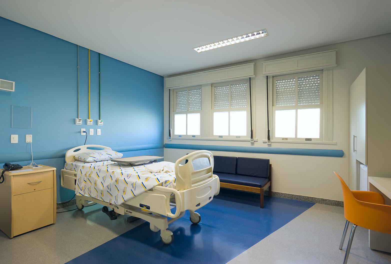 Como controlar os contratos no orçamento da hotelaria hospitalar?